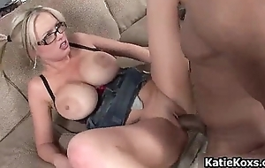 Thick pornstar slut loves getting drilled
