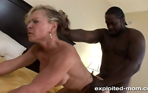 Comme ‡a Milf gets her Back Blown Outside unconnected with a Big Black Flannel Interracial Video