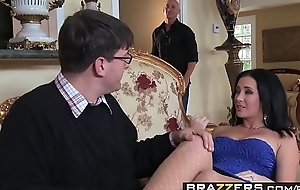 Slutty wife (Jayden Jaymes) Cheats more than her husband with Johnny Sins - BRAZZERS