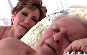Old Floozy Gives a Curious Blowjob to a Stud