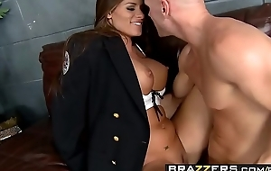 Lustful cop (Madelyn Marie) investigates some broad in the beam flannel - BRAZZERS